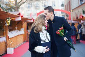 Séance photo grossesse à Paris en hiver - marché de Noël