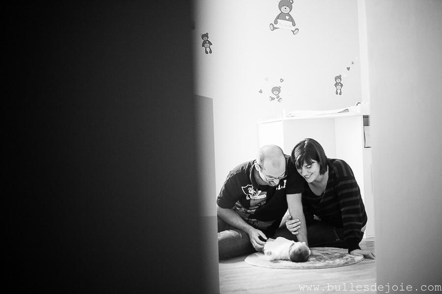Séance photo nouveau-né à domicile | Bulles de Joie Photographie, photographe de gens joyeux à Paris