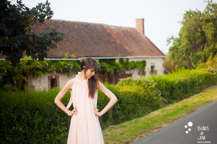 Bulles de Joie Photographie | Photographe professionnelle en France | Séance photos modèle femme à la campagne
