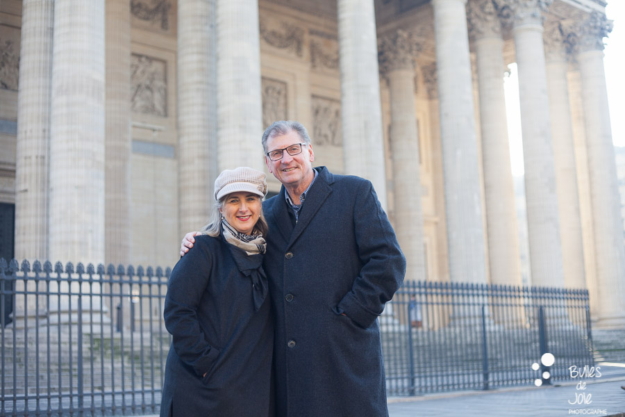 Seance photo couple pour anniversaire de mariage : 40 ans d'amour - Photo par Bulles de Joie, photographe couple Paris. En découvrir plus : http://www.bullesdejoie.net/2016/12/26/seance-photo-couple-paris/?lang=fr