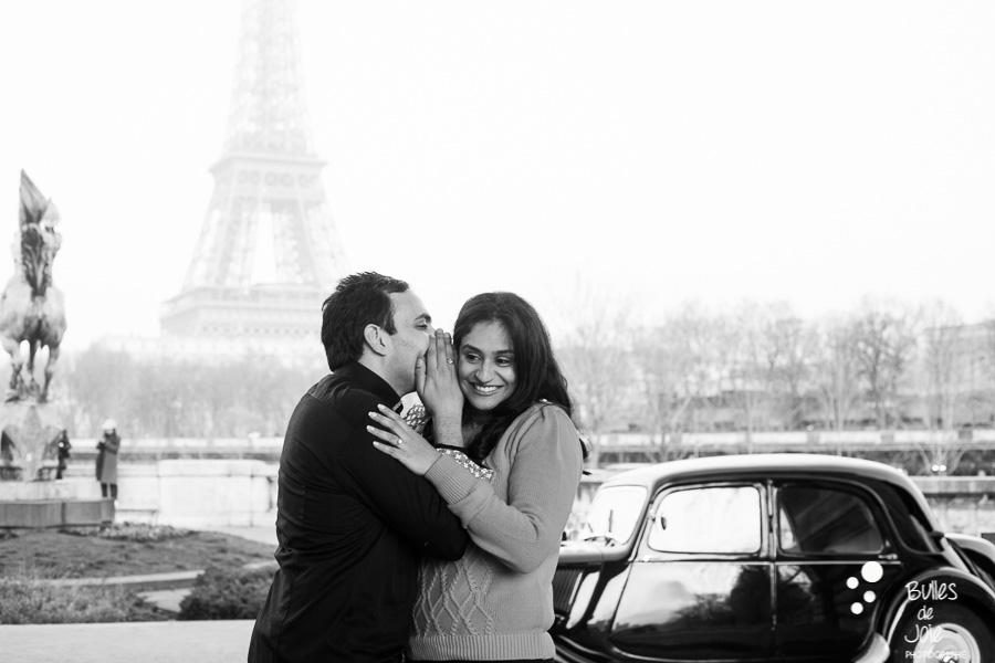 Séance engagement voiture vintage | par Bulles de Joie, photographe romantique paris | En découvrir plus : http://www.bullesdejoie.net/2017/01/09/demande-mariage-paris-bir-hakeim-75-photographe-couple-paris/?lang=fr