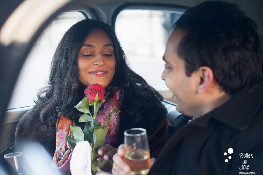 Demande en mariage surprise Bir Hakeim dans une voiture ancienne | Photographe couple Paris | En voir plus : http://www.bullesdejoie.net/2017/01/09/demande-mariage-paris-bir-hakeim-75-photographe-couple-paris/?lang=fr