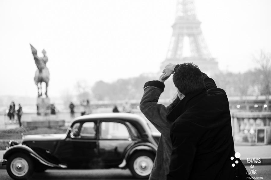 Demande en mariage surprise Bir Hakeim | Photographe couple Paris | En voir plus : http://www.bullesdejoie.net/2017/01/09/demande-mariage-paris-bir-hakeim-75-photographe-couple-paris/?lang=fr