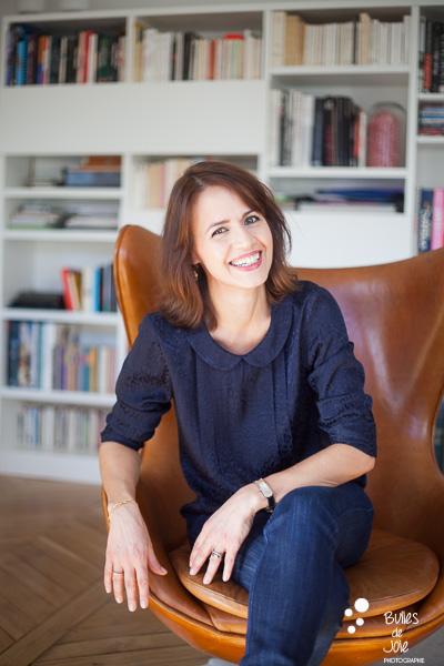 Portrait of a smiling woman. Portrait to illustrate the blog post: Personal Branding Portrait Session in Paris by Bulles de Joie, portrait photographer paris. See more at: