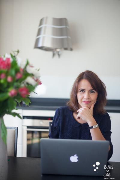 Portrait of a woman working on her computer. Portrait to illustrate the blog post: Personal Branding Portrait Session in Paris by Bulles de Joie, portrait photographer paris. See more at: