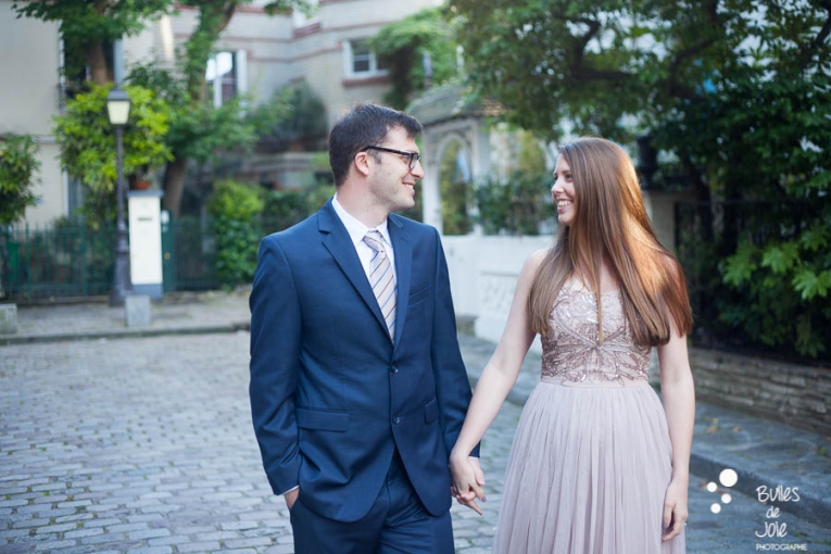 A woman and his man looking at each other. Private photo shoot Paris captured at Montmartre by Bulles de Joie, professional paris photographer. More photos: