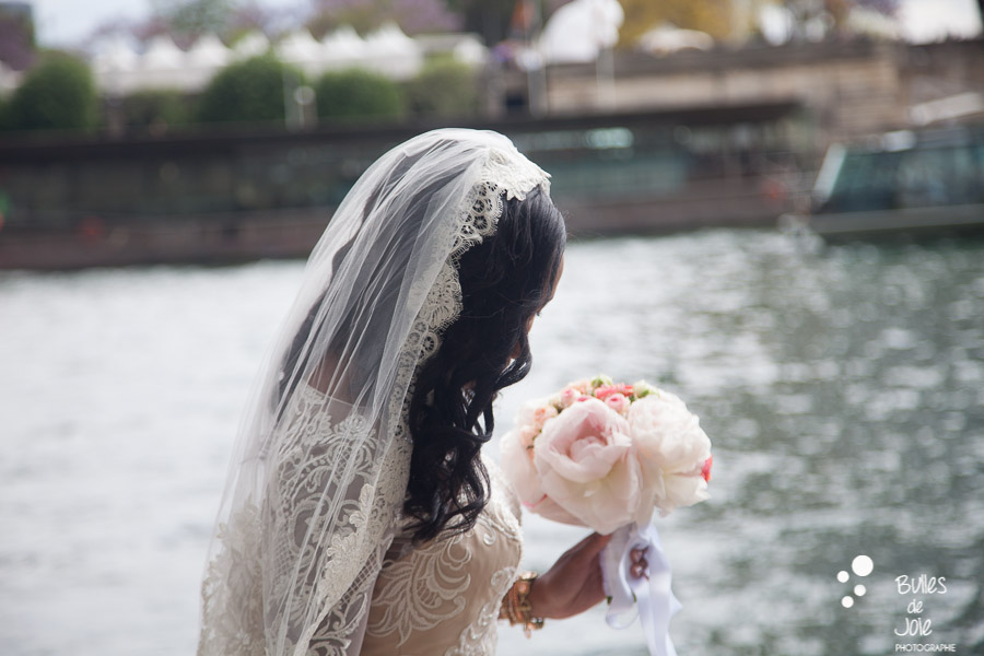 Elopement in paris - bride and her bouquet with the River Seine in the back. More photos of this elopement: