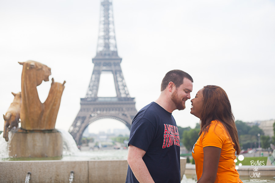 Couple nose by nose. Couple photo session Trocadero by Bulles de Joie, paris photographer of Happy People. More photos: