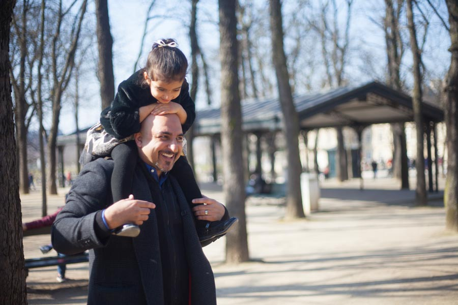 Dad and daughter in Luxembourg garden. Captured by Bulles de Joie, Paris family photographer.