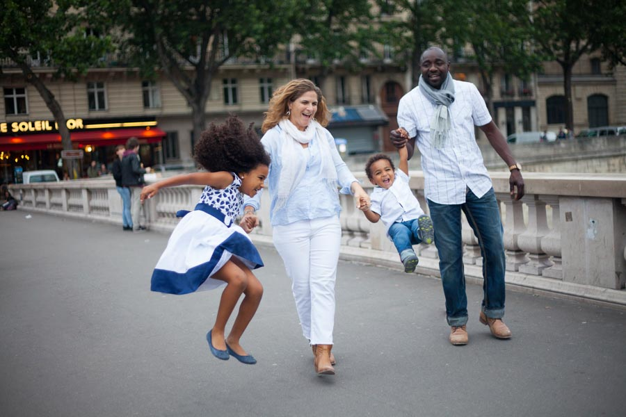 A family of four people. Captured by Bulles de Joie, Paris family photographer.