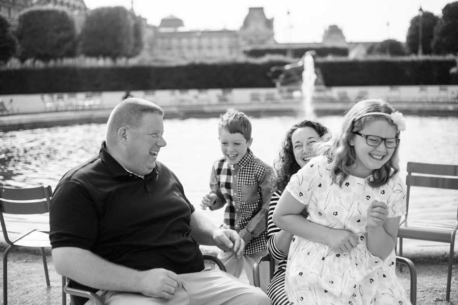 Testominals of a family who had a photoshoot in Paris with Bulles de Joie