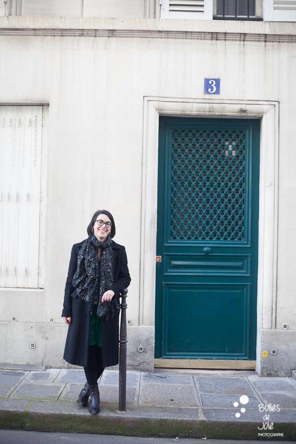 Portrait de femme Paris en extérieur