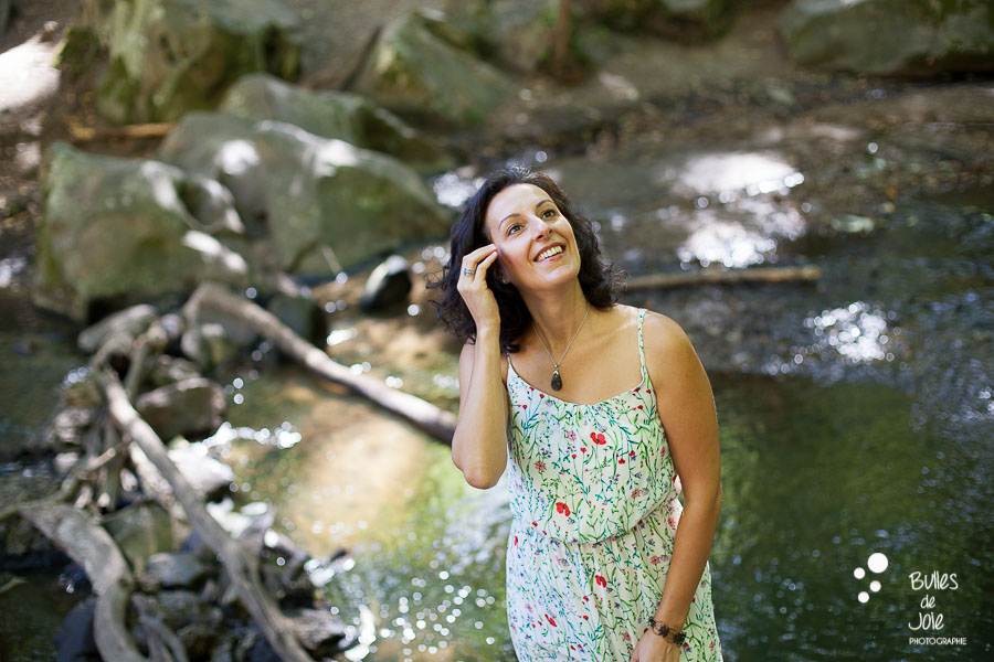 Portrait de femme bord de la rivière