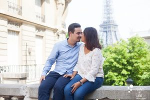 Love session in Paris with the eiffel tower in the background