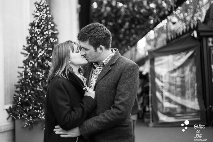 Séance photos romantique, Noël à Paris | Bulles de Joie Photographie, photographe de gens joyeux