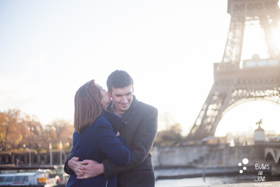 Valentine's Day photo session of two lovers at the Eiffel Tower, Paris | Bulles de Joie Photographer, Paris photographer of Happy People and Travelers