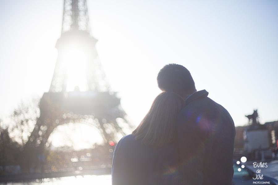 Winter photo session of two lovers at the Eiffel Tower, Paris   Bulles de Joie Photographer, Paris photographer