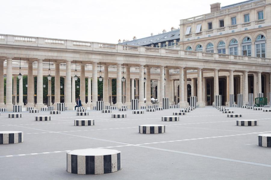 Paris proposal spots: surprise proposal paris photographer  Colonnes de Buren