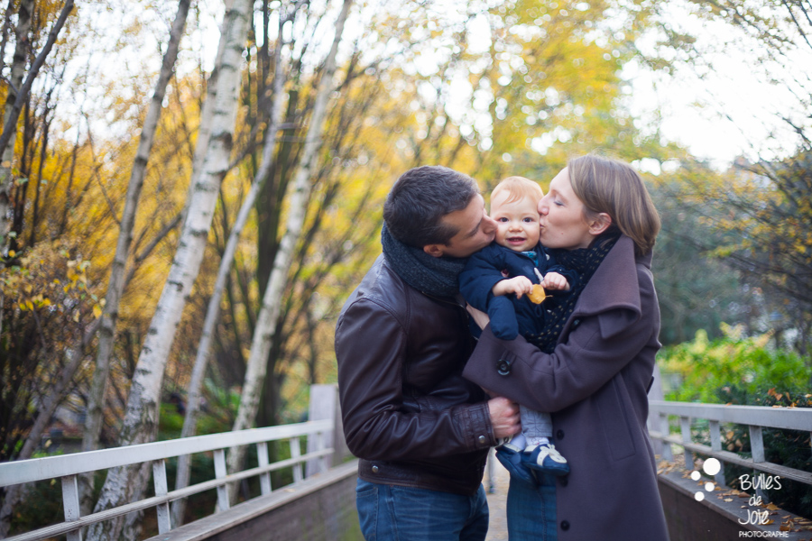 Fall family photo session in nature in Paris