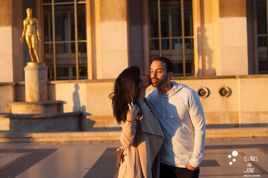 Shooting photo couple avec la jolie lumière du matin