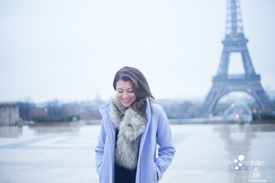 Capturing your Paris experience | Glamorous portrait by Bulles de Joie photographer of Happy People, see more at https://www.bullesdejoie.net/2016/12/05/glamorous-portrait-paris/