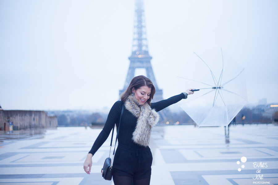 Portrait shoot in Paris on a rainy day | Image by Bulles de Joie photographer Happy People, see more at https://www.bullesdejoie.net/2016/12/05/glamorous-portrait-paris/