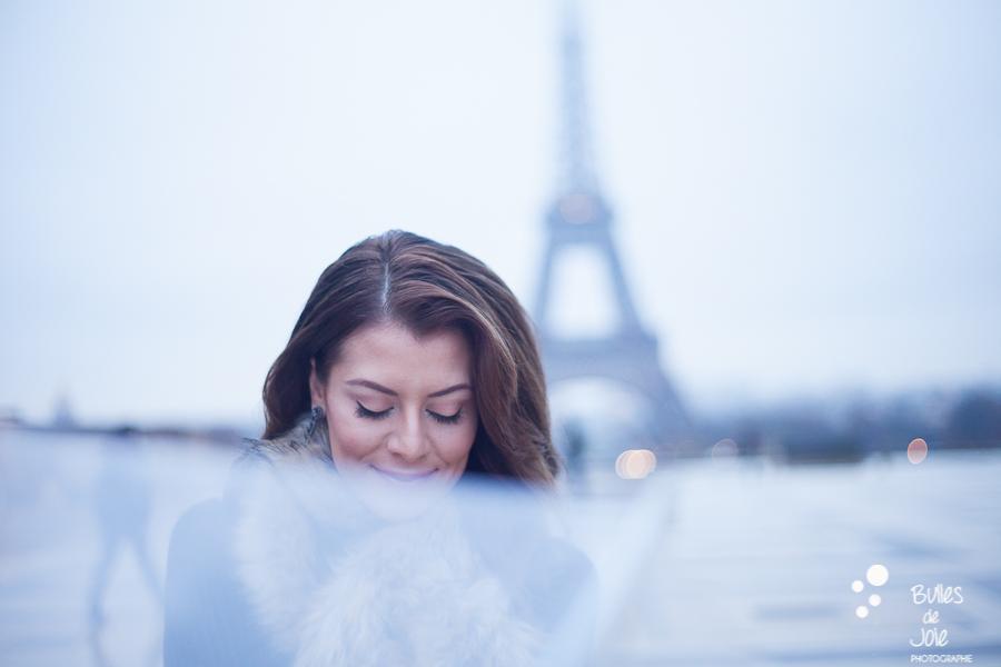 La demoiselle au parapluie | Image de Bulles de Joie, en voir plus : https://www.bullesdejoie.net/2016/12/19/photographe-portrait-solo-paris/?lang=fr