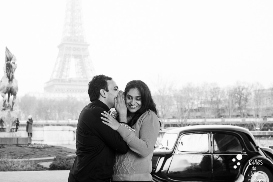 Surpise proposal in Paris with a vintage car | By Bulles de Joie, engagement photographer in Paris | See more at: https://www.bullesdejoie.net/2017/01/09/surprise-proposal-bir-hakeim-paris-eiffel-tower/