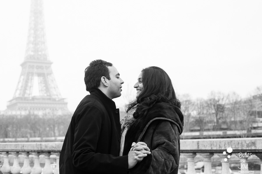 Romantic surprise proposal at Bir Hakeim | By Bulles de Joie, engagement photographer in Paris | See more at: https://www.bullesdejoie.net/2017/01/09/surprise-proposal-bir-hakeim-paris-eiffel-tower/