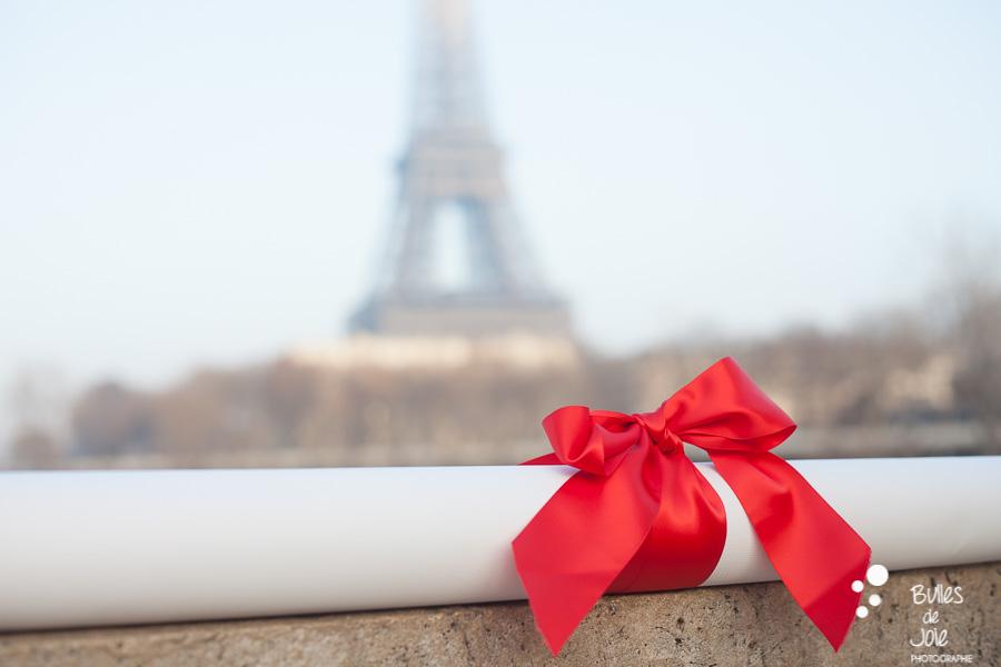 Demande en mariage Bir Hakeim | Photographe couple Paris | En voir plus : https://www.bullesdejoie.net/2017/01/09/demande-mariage-paris-bir-hakeim-75-photographe-couple-paris/?lang=fr