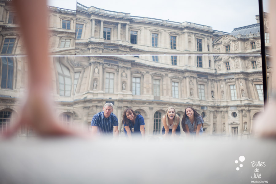 Family portrait to illustrate the blog post: paris family photoshoot louvre by Bulles de Joie, paris photographer