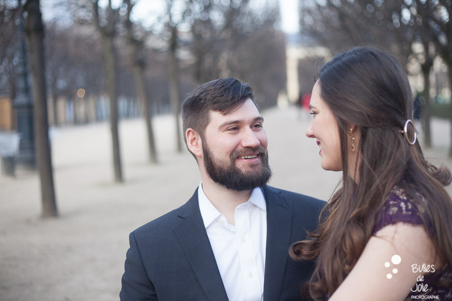 Couple smiling at each other with love, to illustrate the blog post: romantic couple photoshoot paris. More photos at: https://www.bullesdejoie.net/2017/03/06/romantic-couple-photoshoot-paris/