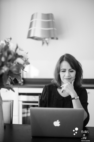 Portrait of a woman working on her computer. B&W portrait to illustrate the blog post: Personal Branding Portrait Session in Paris by Bulles de Joie, portrait photographer paris. See more at: