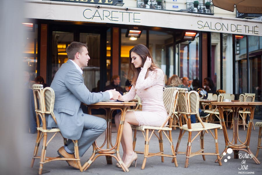 Lovers forgetting the rest of the world in a parisian cafe. More photos of this love session paris at the following link: