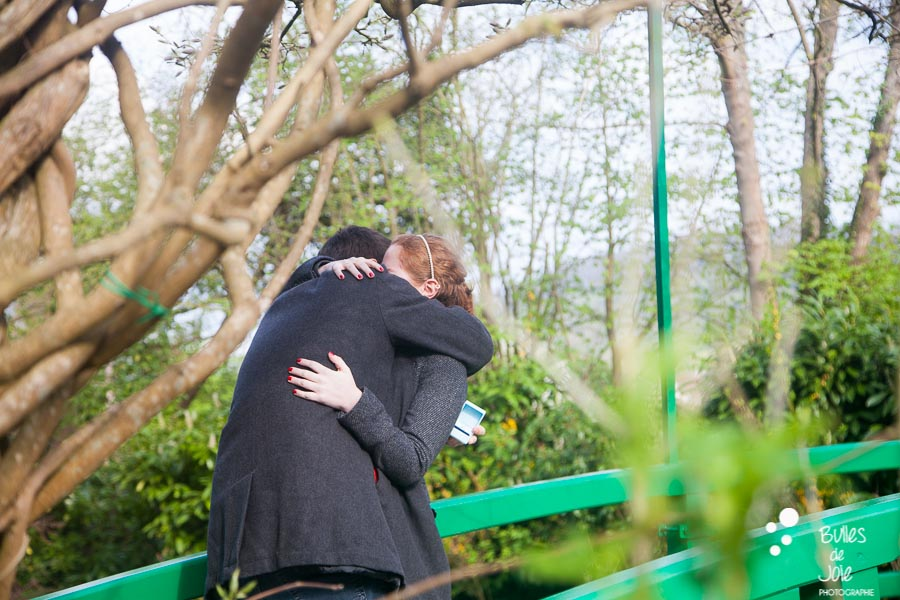 Woman and man in each other arms. Proposal Monet's garden. More photos of the proposal at: https://www.bullesdejoie.net/2017/04/25/romantic-proposal-monets-garden-giverny-france/