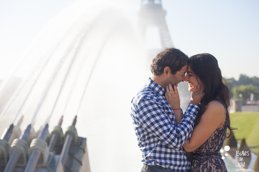 Lovers on the Trocadero, in front of the Eiffel Tower, almost kissing. Portrait illustrating the blog post created by Bulles De Joie, professional photographer in Paris on the blog post: photos for couples in Paris. More photos: