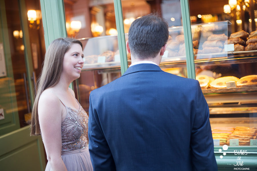 Lovers in front of a parisian bakery. Private photo shoot Paris captured at Montmartre by Bulles de Joie, professional paris photographer. More photos:
