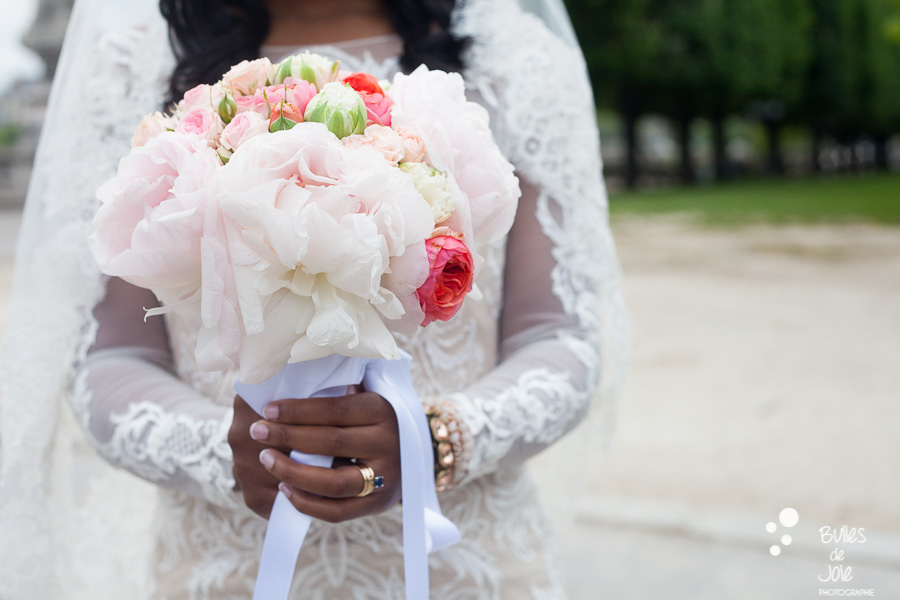 Bride bouquet. Elopement in Paris. More photos: