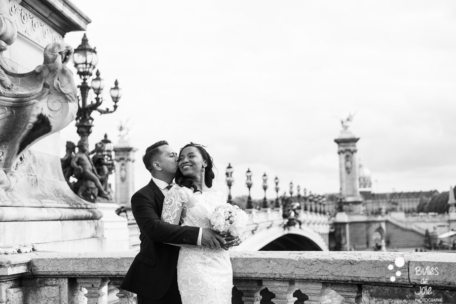Elopement in Paris Alexander 3 bridge. Black and white photo. More portraits: