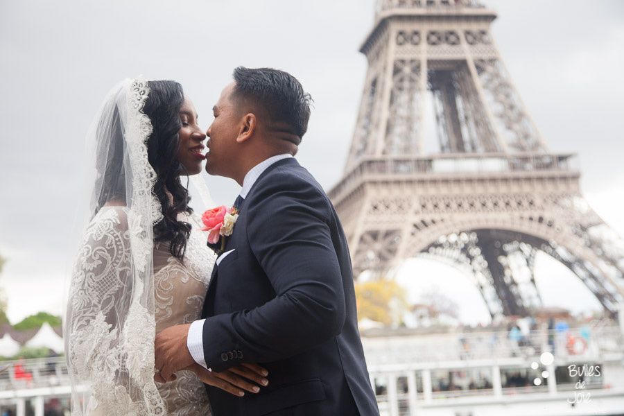 """ You can kiss the bride "" - Elopement in Paris Eiffel Tower"