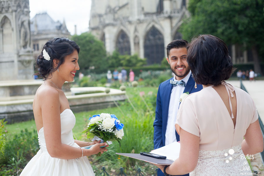 Eloping at Notre-Dame in Paris. Ceremony with an English-speaking officiant. More photos at: