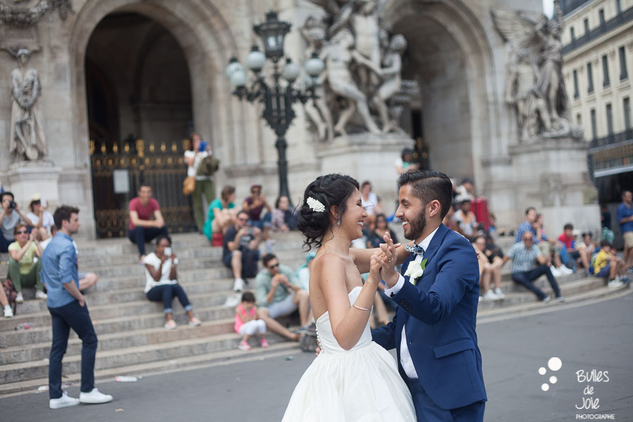 First dance of the bride and the groom on the wedding day. In front of the Opera. More photos:
