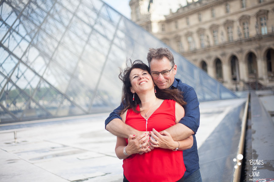 A man holding his wife in his arms for their 25th wedding anniversary in The Louvre, Paris, France. Private photoshot with a professional photographer. More photos: https://www.bullesdejoie.net/en/2017/07/13/paris-love-session-25th-anniversary/