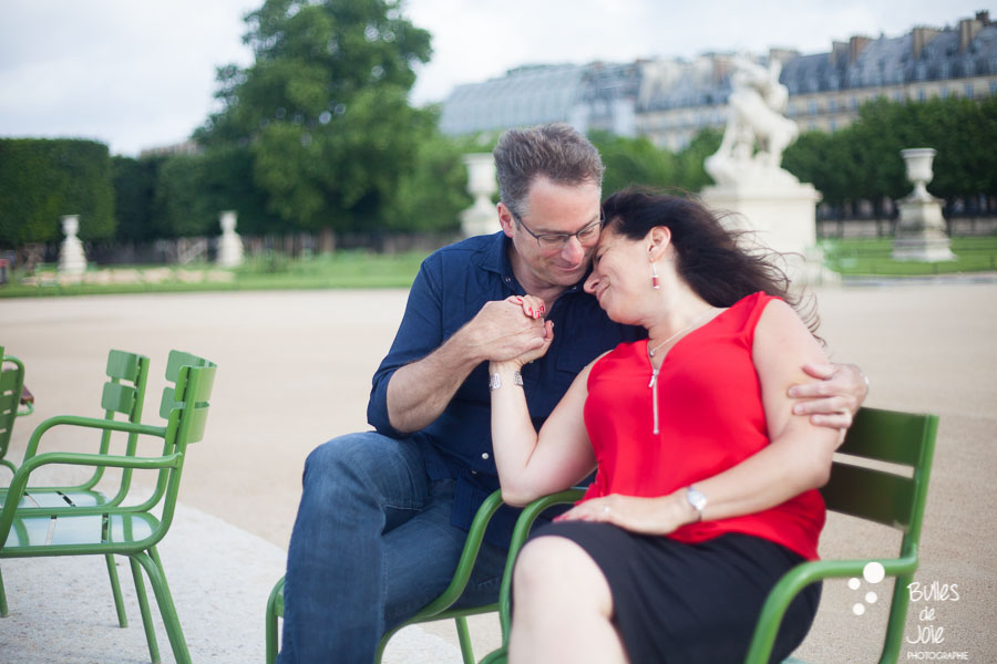A woman and her husband celebrating their 25th wedding anniversary by capturing their love during a photoshoot in Paris, at the Tuileries Garden. More photos: