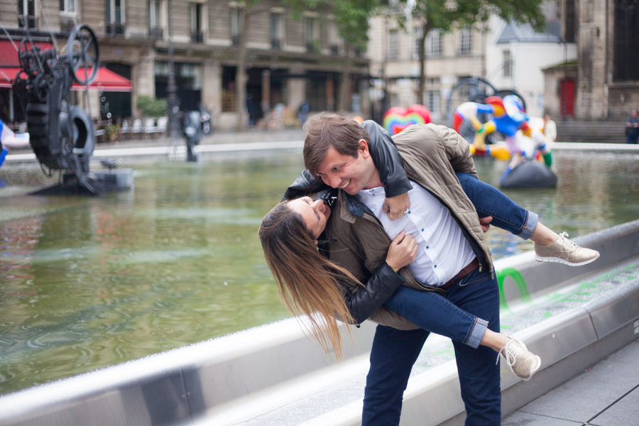 Lovers having fun during a love photo session in Paris. Photo captured by Bulles de Joie, Engagement & family photographer in Paris.