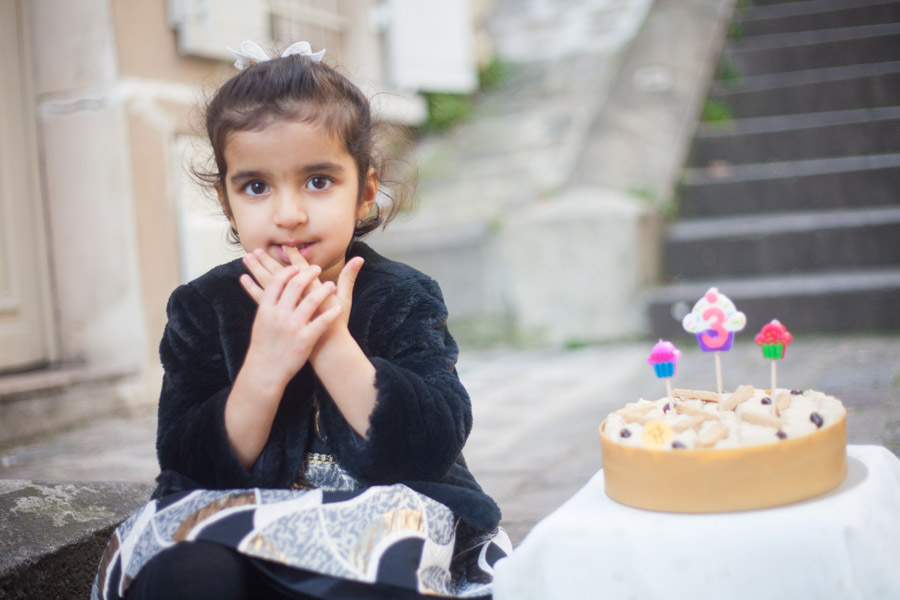 Birthday photoshoot, 3 years-old. Captured by Bulles de Joie, Paris family photographer.