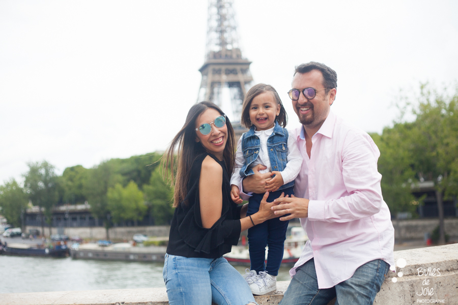 Eifel Tower family photoshoot - family portrait of a one year old girl and her parents, in front of the Eiffel Tower. More photos: https://www.bullesdejoie.net/en/2017/09/14/eifel-tower-family-photoshoot-family-s/
