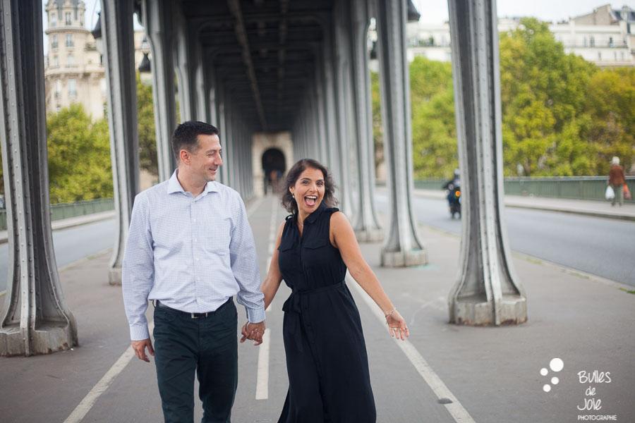 Fun couple pictures in Paris, Bir Hakeim photo session captured by the paris professional photographer: Bulles de Joie. More photos: