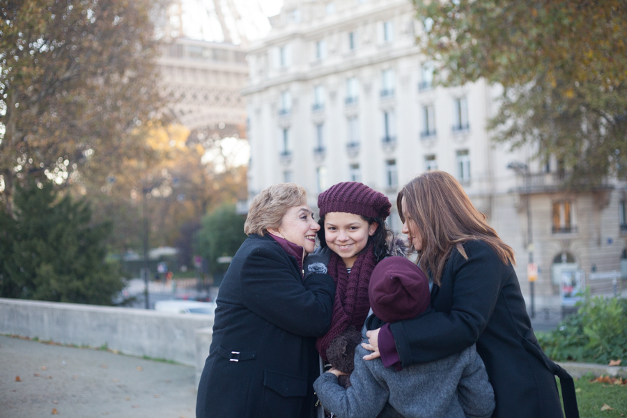 Family photoshoot in Paris in winter, by Stephanie, Bulles de Joie - photographer of Happy People