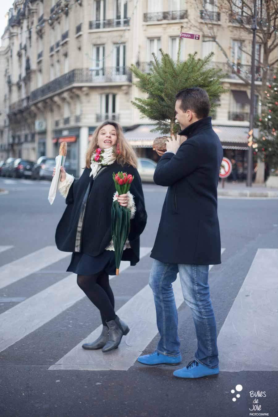 L'achat du sapin lors d'une séance photos Paris 16